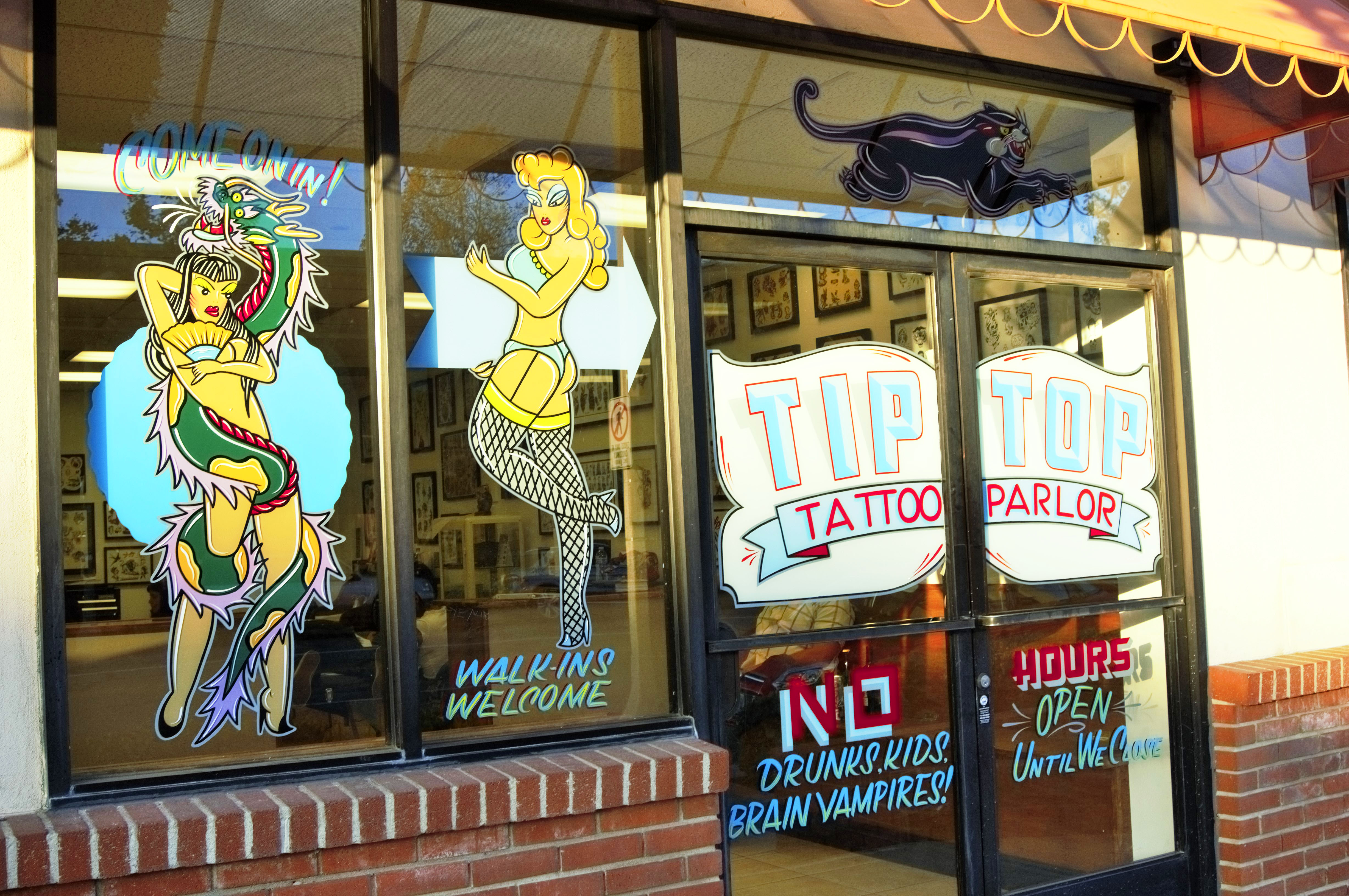 Getting Inked At A Traditional Tattoo Parlor - GENTLEMEN\'S AVENUE